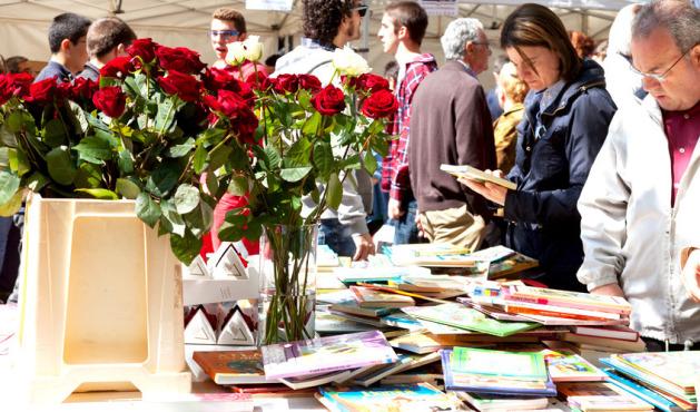 ( Sant Jordi stalls in Barcelona )