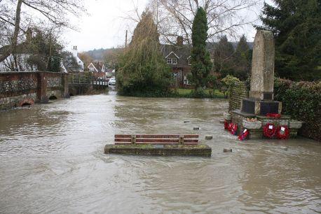 1024px-shoreham_war_memorial_and_flood_-_geograph-org-uk_-_1724354