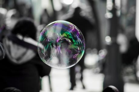 bubble-in-a-crowd-jesus-lopez