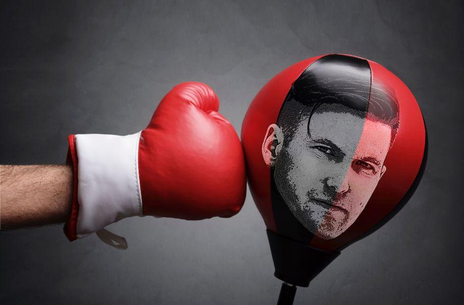 punching-the-nazi-1485305728